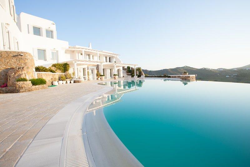 Una espectacular villa con excelentes vistas al mar desde todos los rincones ...