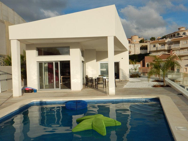 A modern villa next to golfcourse, holiday rental in Daya Vieja