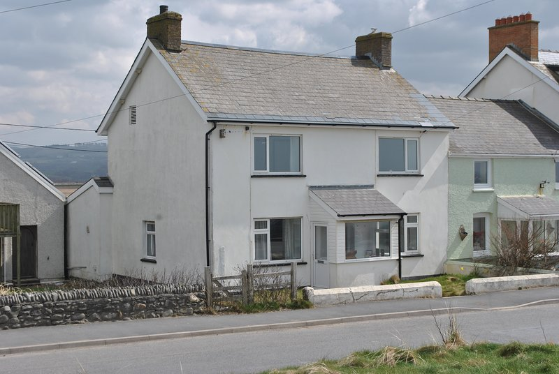 A lovely 5 bedroom cottage in borth with sea views, holiday rental in Borth