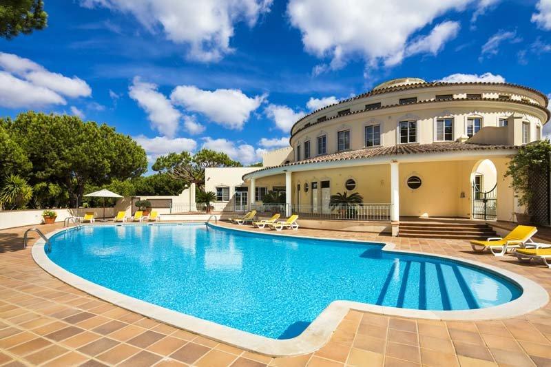 Quinta do Lago Apartment Sleeps 4 with Air Con and WiFi - 5607991, alquiler vacacional en Gambelas