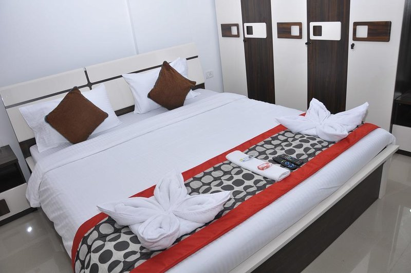Luxurious rooms having free WiFi, AC, Cable TV facilities