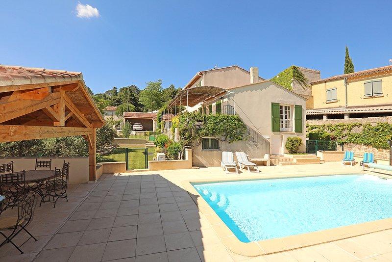 Les Oliviers es una hermosa villa con piscina climatizada.