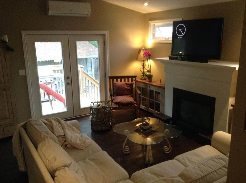 cozy suite sleeps 8 central location, vacation rental in Ailsa Craig