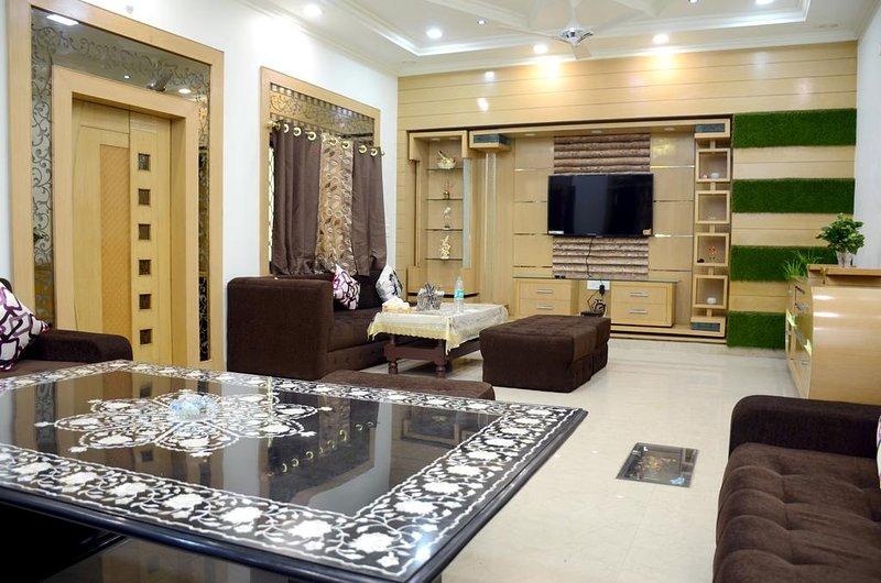 Taj Shiro Homestay (Single Deluxe Room 5), alquiler vacacional en Agra