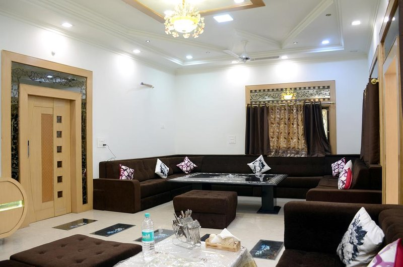 Taj Shiro Homestay (Single Deluxe Room 2), alquiler vacacional en Agra