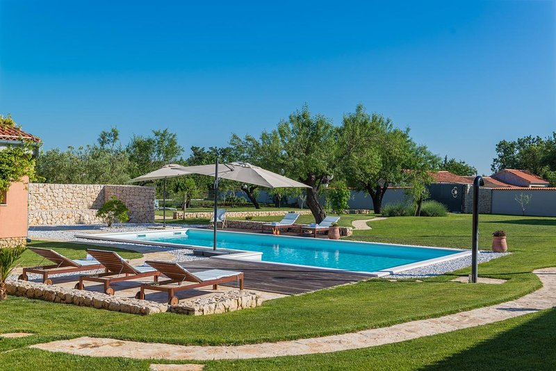 Villa Green Zadar – Beautiful pool villa in greenery near Zadar, holiday rental in Nadin
