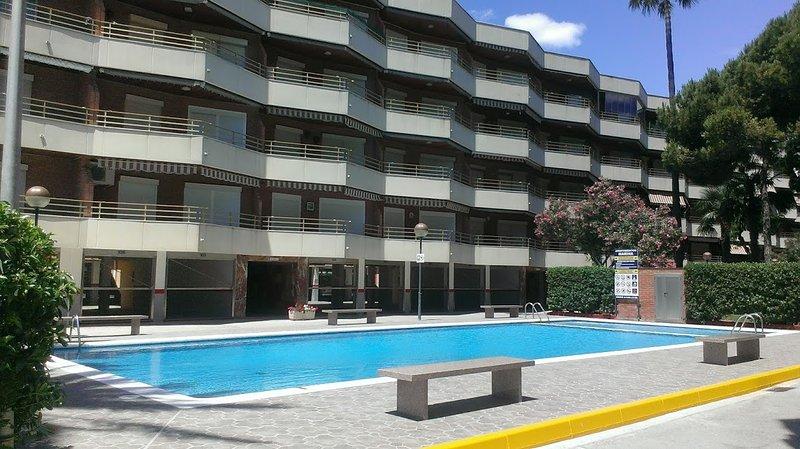 vistas de la piscina de la urbanizacion