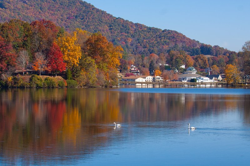 Fall colors at Lake Junaluska