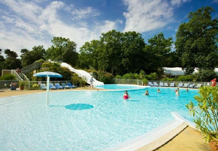 MOBILHOME IN CAMPING 4 *, 3CH, 2 TO 8PER, SWIMMING POOL / BEACH 300M WEEK END / SUMMER