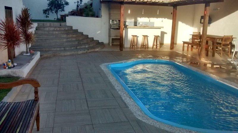zone de la piscine avec barbecue, très belle région laser.