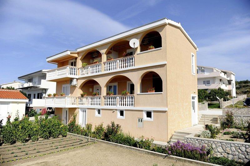Adria - with beautiful garden: A2(2) - Rtina, holiday rental in Rtina