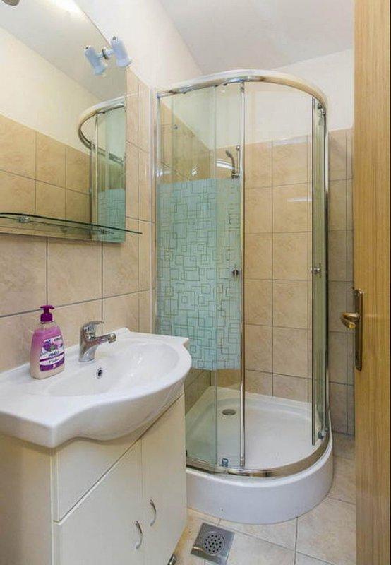 A5 (2 + 1): baño con inodoro.