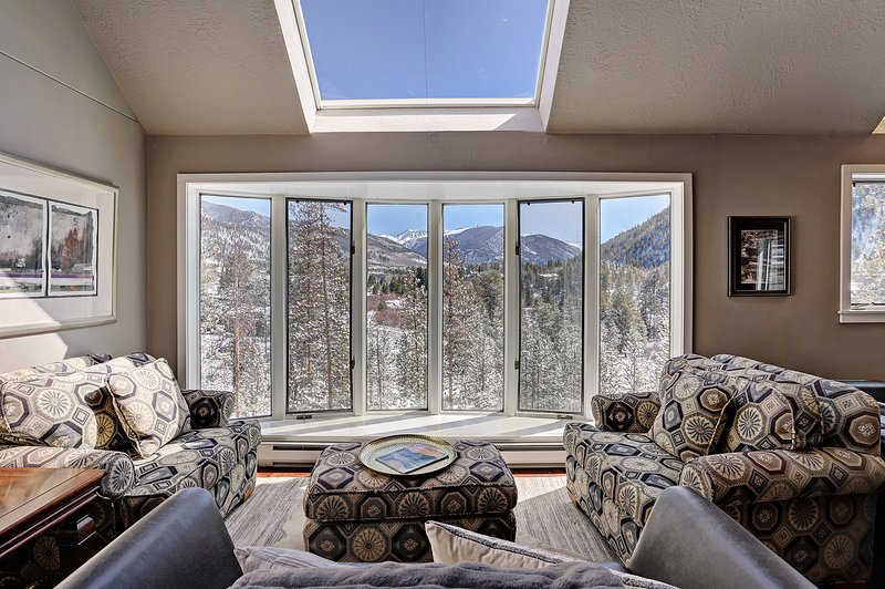 SkyRun Property - '2061 The Pines' - Mountain View - Gorgeous views from one of three living areas.