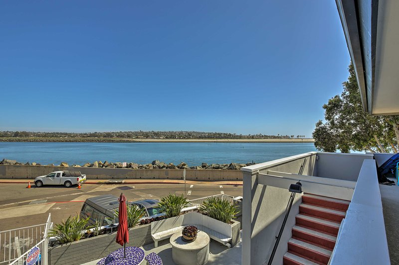 Con una posizione eccellente, questo condominio offre una vista d'acqua sereni!