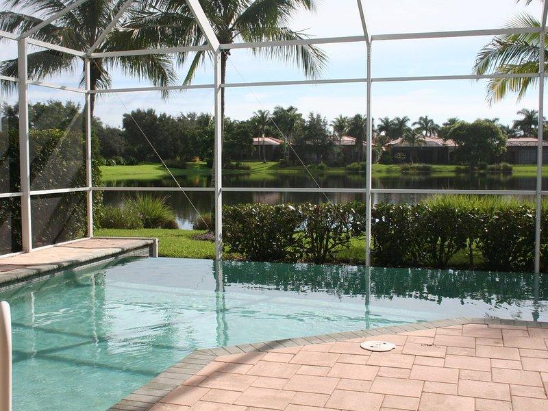 Infinity-Pool mit Blick auf den See