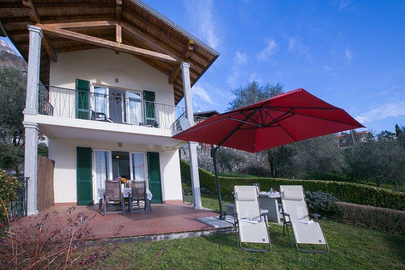 Mezzegra Town House Sleeps 7 with WiFi - 5771355, vacation rental in Tremezzina