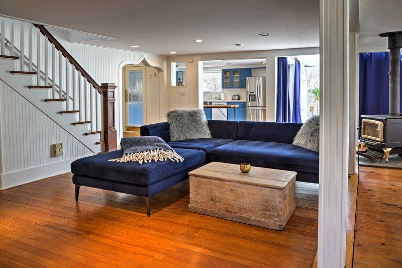 Vous embarquerez pour revenir à l'époque des pionniers avec ce foyer en bois vintage.