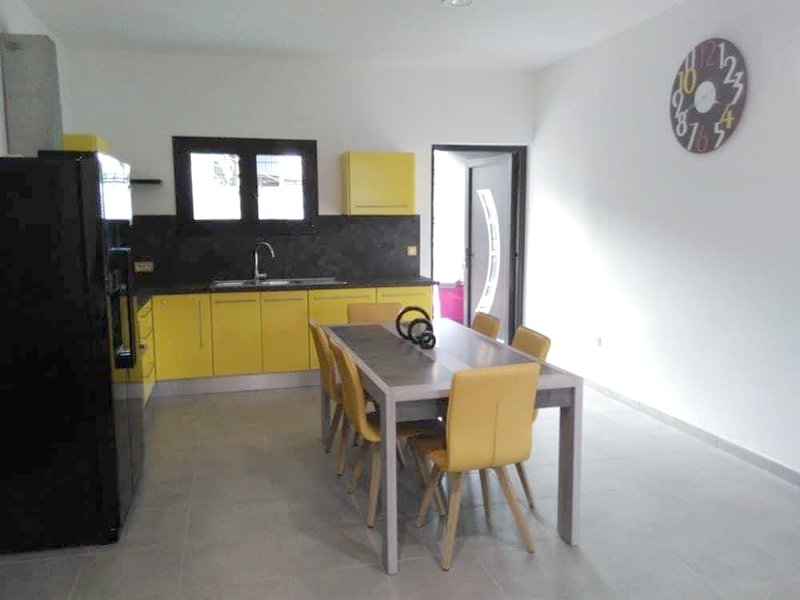 Spacious apt with pool access, holiday rental in La Ligne des Bambous