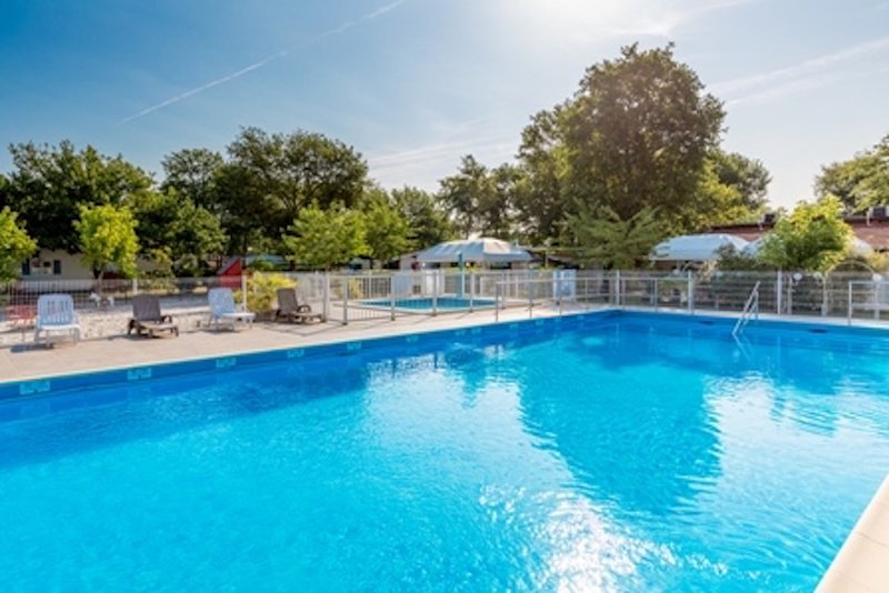 Nice bungalow with pool access, vacation rental in Claouey