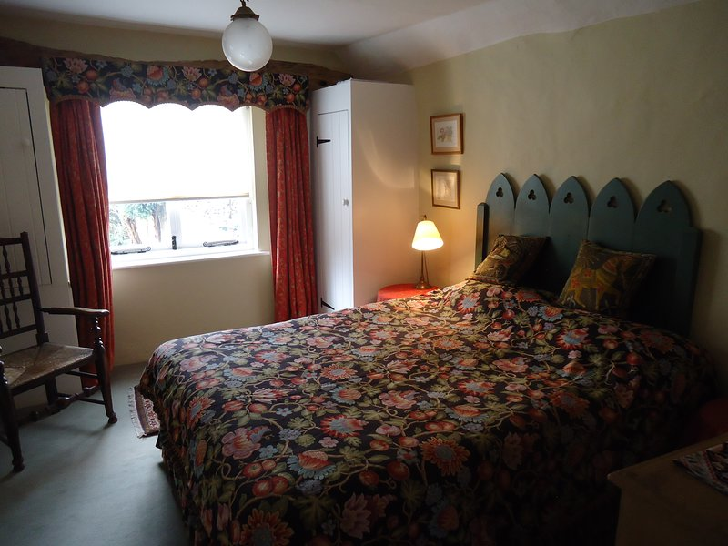 Unique C16th Pineapple Apartment, centre of Watlington, near Oxford and Henley, holiday rental in Long Crendon