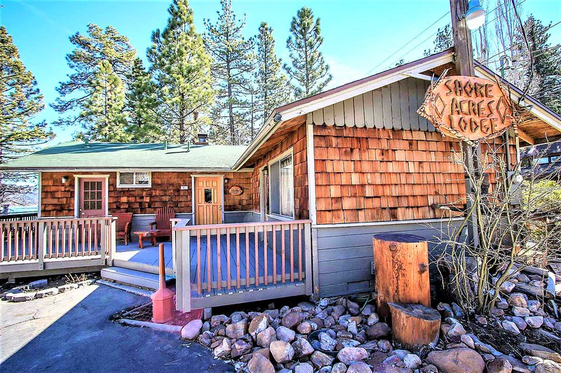 Twin Pines Adorable Lakeside Resort Cottage / Walk To Marina & Village, holiday rental in Big Bear Region