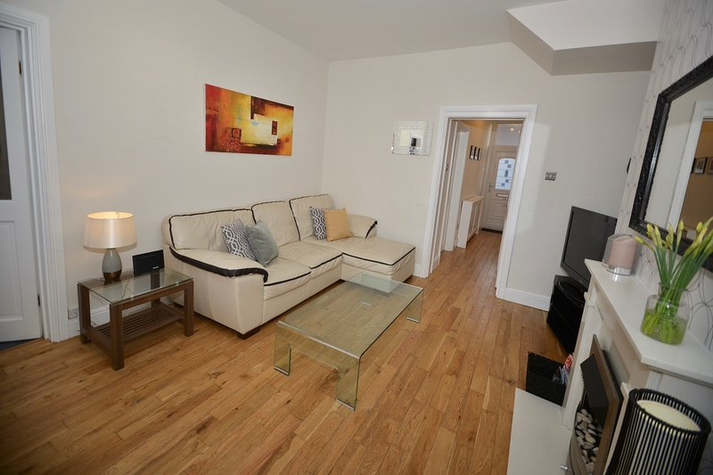 South Shields beautiful apartment 2 bedrooms near seafront, location de vacances à Whitley Bay