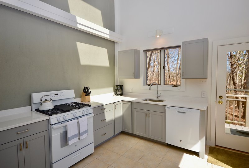 Gorgeous newly remodeled kitchen with quartz counters