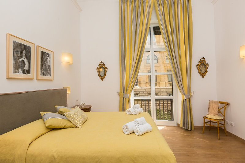 Lovely yellow Bedroom with ensuite restroom and Barberni street view