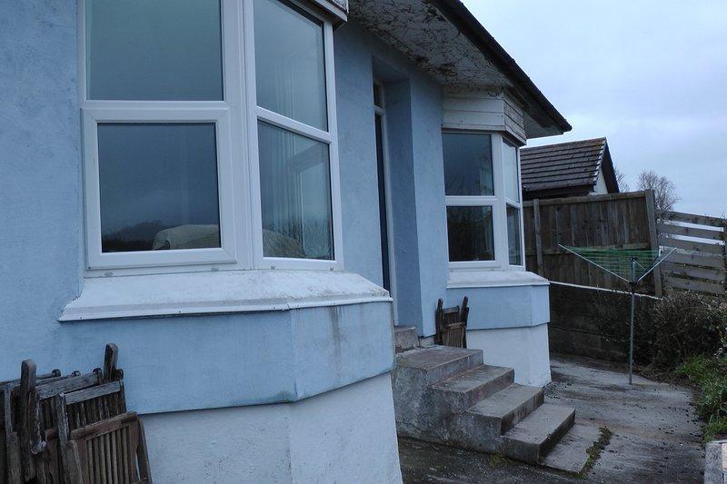 casa ora blu dopo isolamento della parete esterna