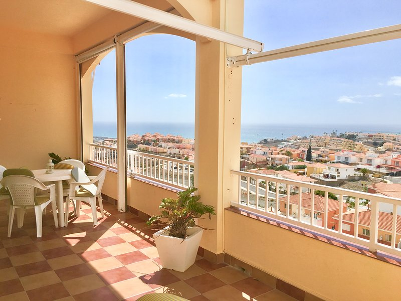 Amazing ocean view and modern new apartament, location de vacances à Cornisa del Suroeste