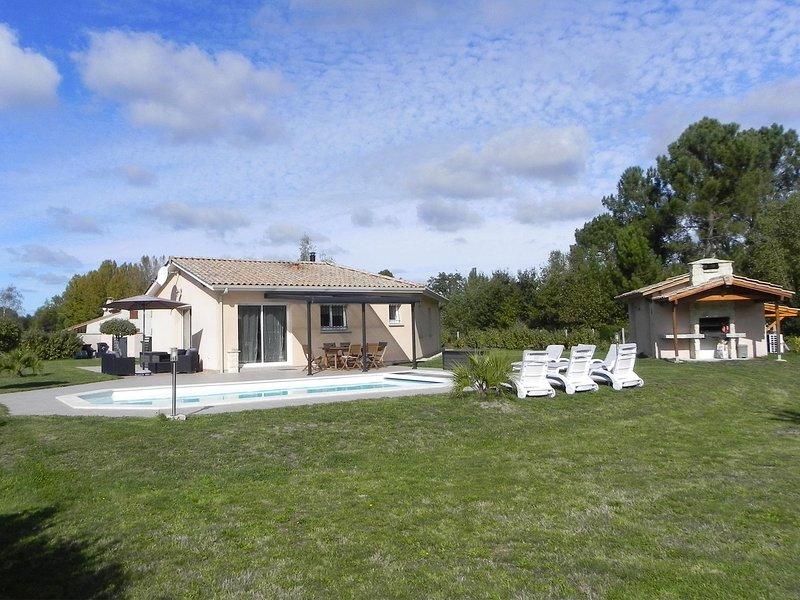Maison 100m2 - 3 ch - piscine chauffée / 2500m2 de terrain arboré et cloturé, location de vacances à Talais