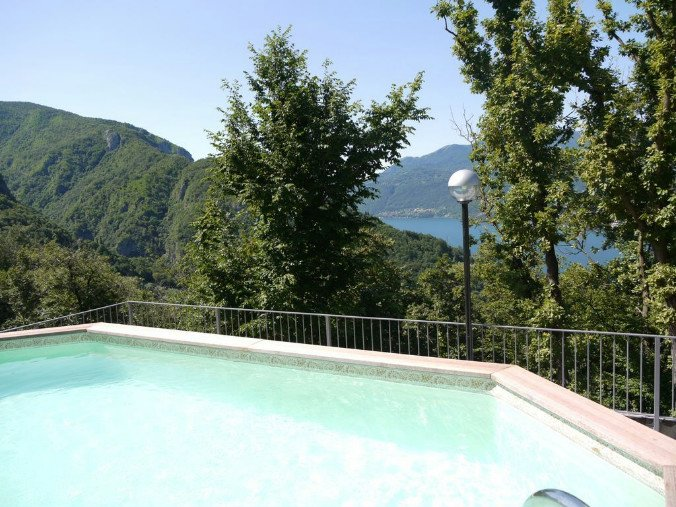 Perledo Apartment Sleeps 6 with Pool and WiFi - 5841324, vacation rental in Regoledo