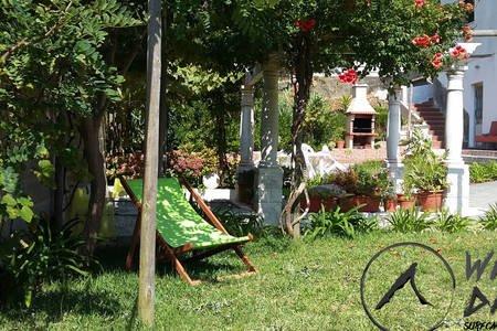 WILD DROP surfcamp, casa vacanza a Telheiro