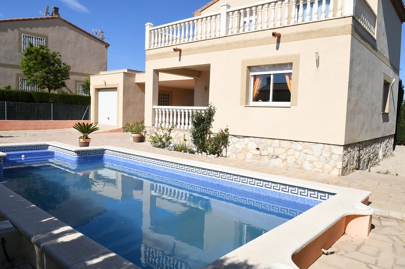 Villa Jazmin para 9 personas, holiday rental in L'Ametlla de Mar