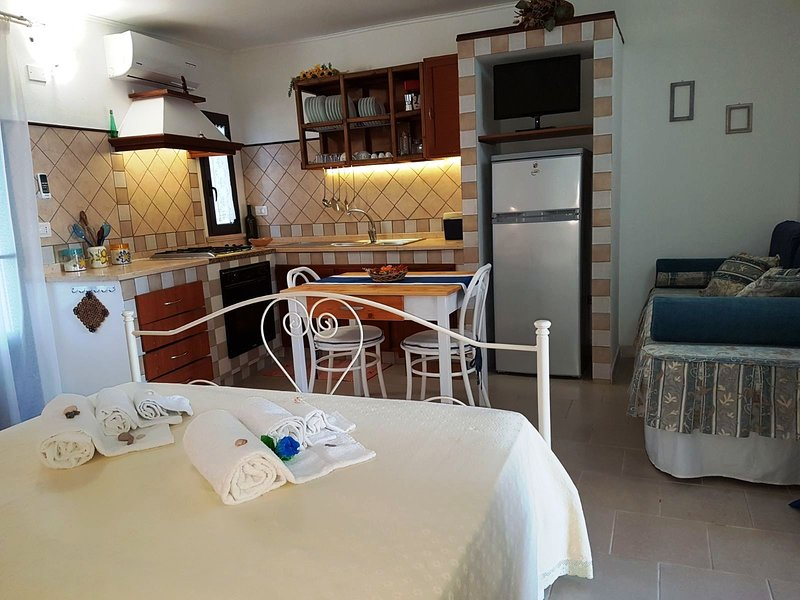 Stella Marina apartment, beautifully furnished with large outdoor area, just 20 m from the beach