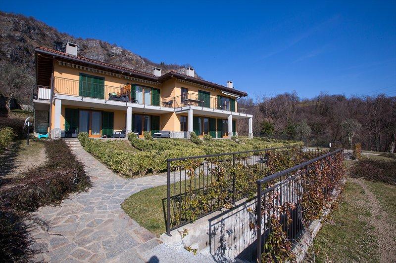 Tremezzo Ulivi Apt. 7, vacation rental in Tremezzina