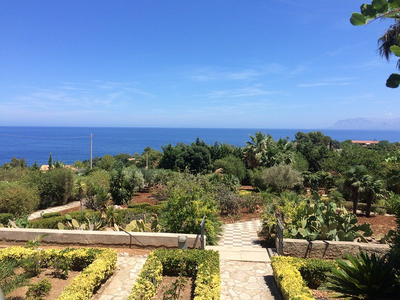 Villa with panoramic views over the Mediterranean