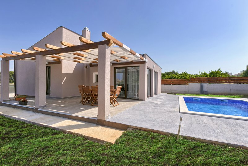 Bobo holiday house with Pool and 2 Bedrooms, Playground, Pets, location de vacances à Vodnjan