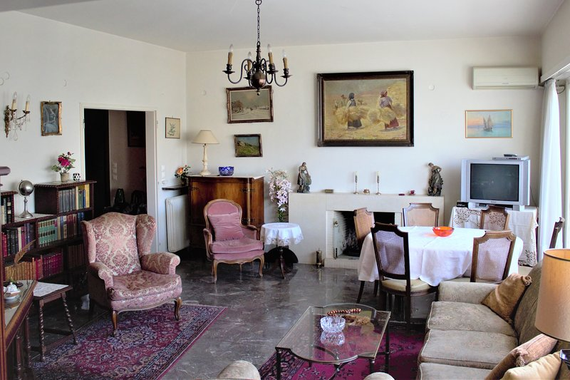 139m² top floor apartment - heart of Athens Greece, holiday rental in Athens
