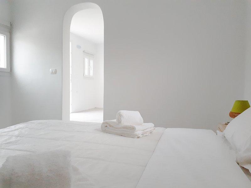 Excellent Cycladic Villa Santorini, vacation rental in Vlycha