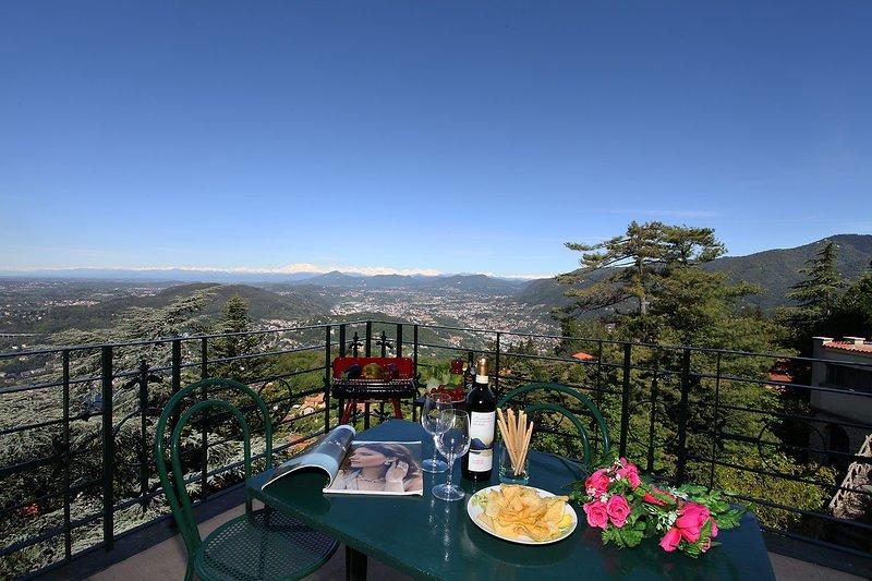 Brunate Apartment Sleeps 4 with WiFi - 5841355, vacation rental in Brunate
