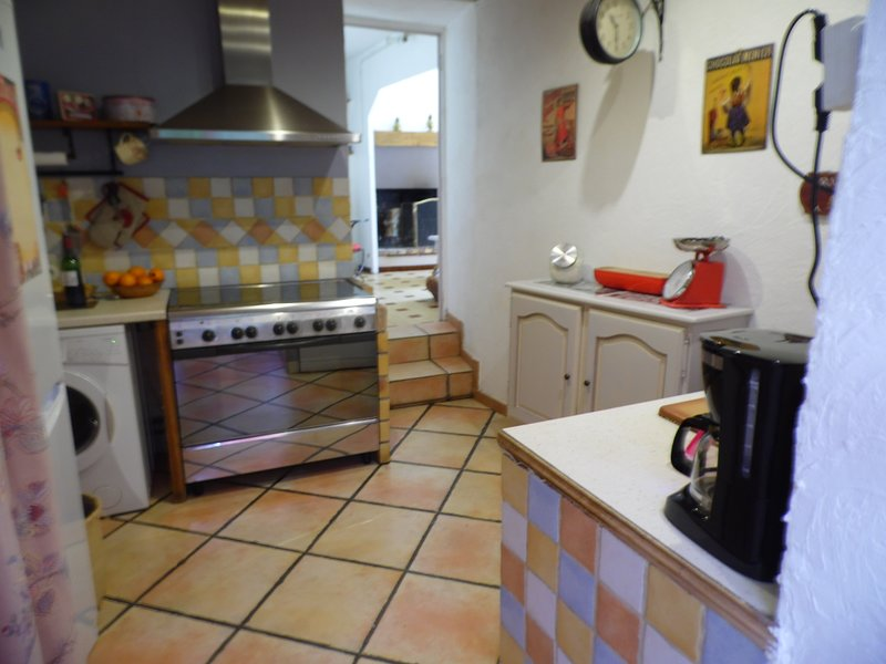 kitchen with dishwasher, washing machine, piano, coffee maker, kettle, etc ..