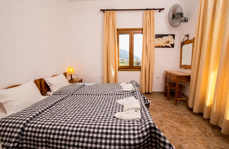 Villa Blue Pearl - Two Bedroom Apartment, holiday rental in Afionas