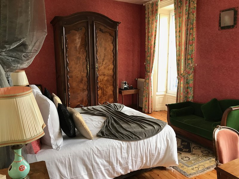 Chambre Fleurie, holiday rental in Saint-Georges-de-Montaigu