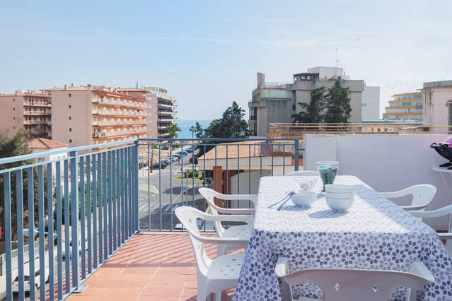 APARTAMENTOS AQUARIUM (42). TERRAZA 50 M2 VISTAS AL MAR. 100 MTS PLAYA. BARBACOA, location de vacances à Rosas