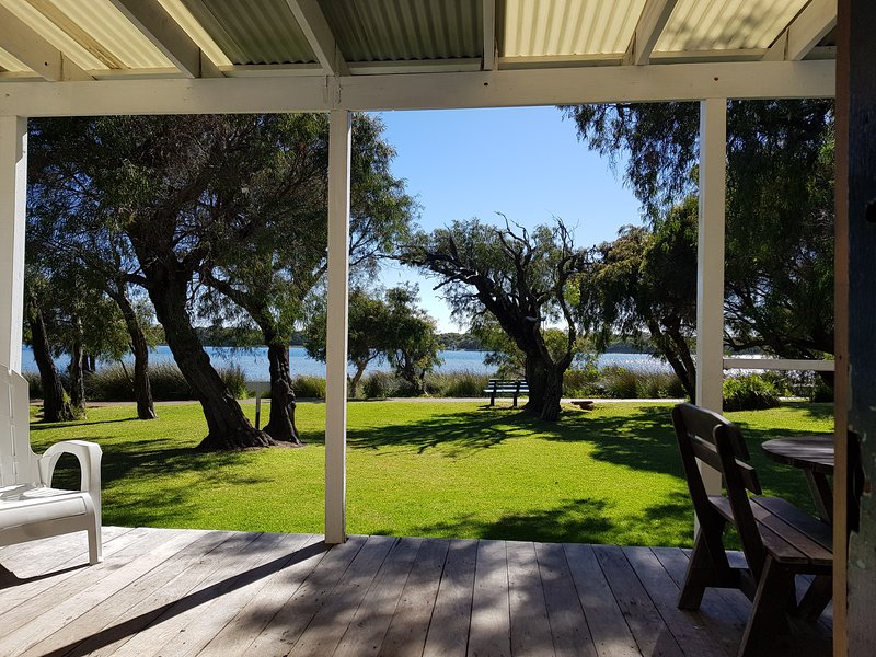 Augusta Seine Bay Waterfront Cottage, holiday rental in Margaret River Region