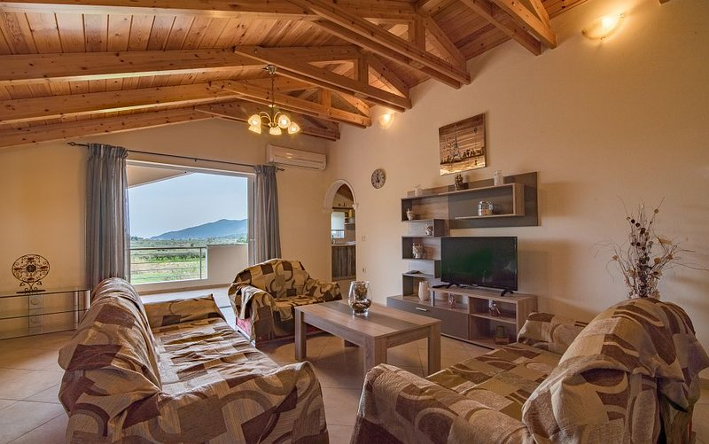 Mitros Apartment-3 bedroom apartment with garden, location de vacances à Agios Sostis