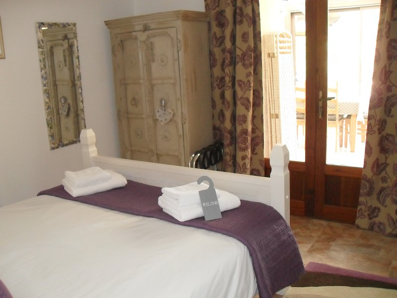 The Champagne Room  on ground floor ideal for mobility guests with roll in  shower room
