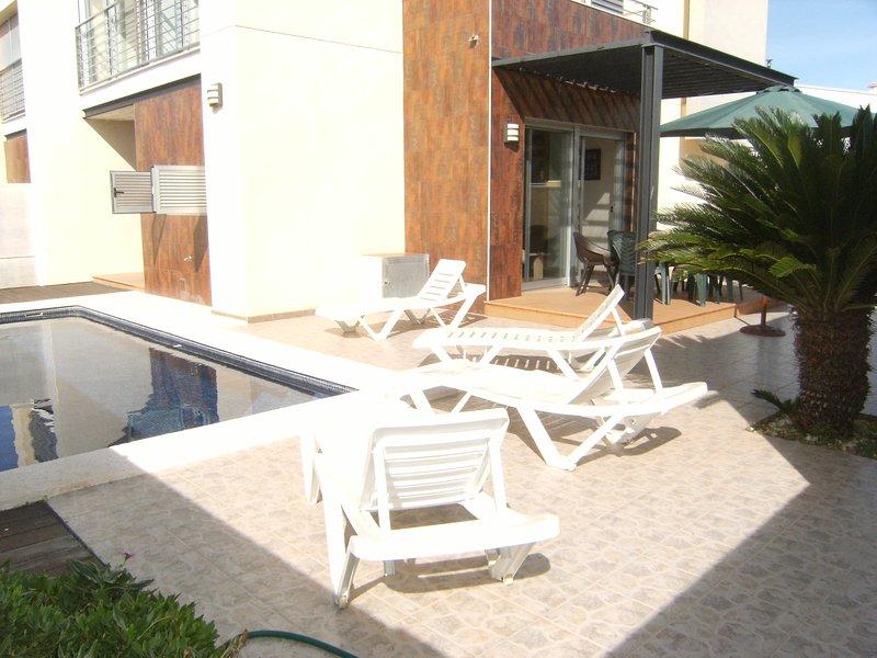VILLA DELFIN CON PISCINA 300 M. PLAYA 6-7 PERSONAS, holiday rental in Vinaros