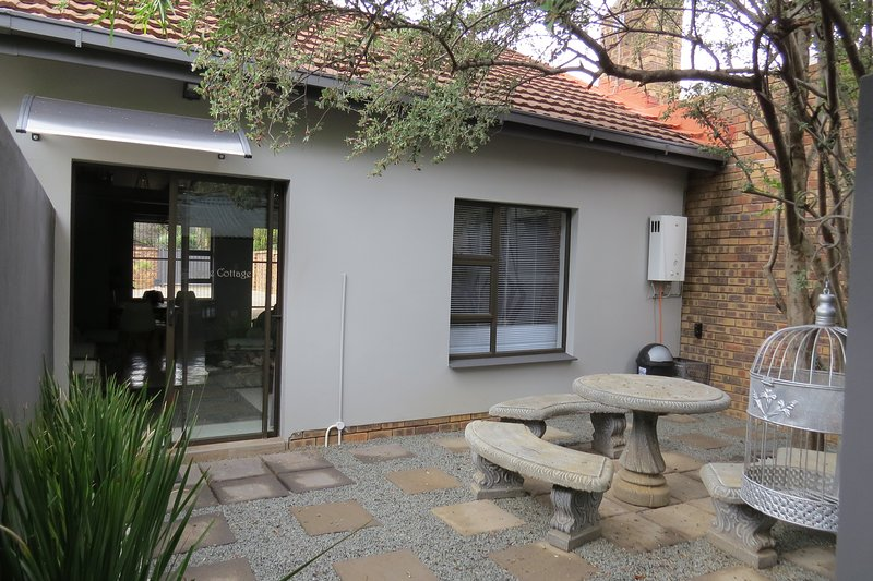 This is a comfortable self-catering cottage and can accommodate 6 people., vacation rental in Free State